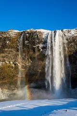 Seljalandsfoss - Wasserfall und Sehenswürdigkeit auf Island im Winter