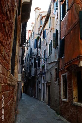Fotobehang Smalle straatjes Venedig