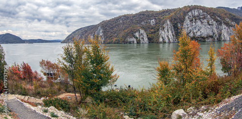 Fotobehang Herfst Autumn at the Danube Gorges, border between Romania and Serbia