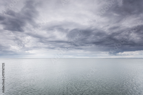 Idyllic shot of horizontal sea water and sky - 179767725