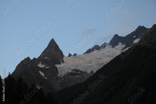 Foto op Canvas Grijze traf. glacier in the mountains