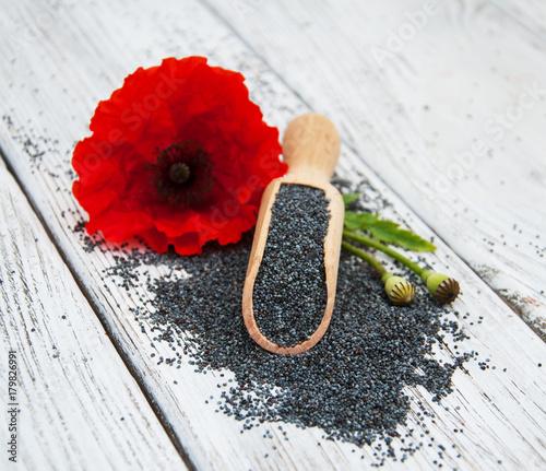 Foto op Plexiglas Klaprozen Poppy seeds and flowers