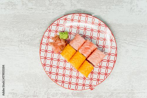 Papiers peints Sushi bar Japanese food Sushi Roll Maki of Salmon and avocado