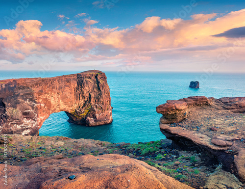 Foto op Canvas Zee zonsondergang Picturesque evening scene of Dyrholaey arch
