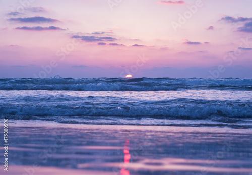 Fotobehang Lichtroze Violet sunset