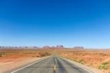 Droga biegnąca przez pustynię