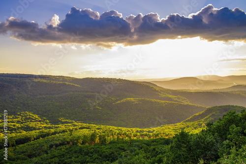 Foto op Plexiglas Ochtendgloren Sunset at the hillside