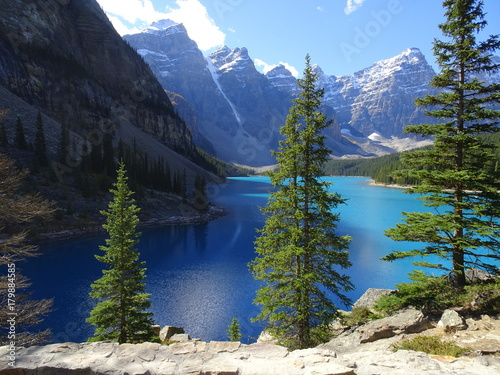 Fotobehang Grijze traf. Moraine Lake in Banff National Park, Canada