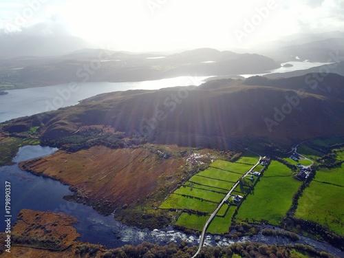 Fotobehang Diepbruine Irland aus der Luft