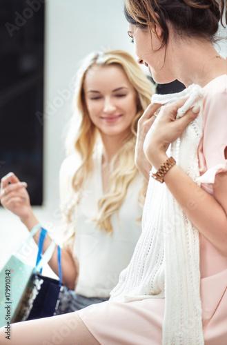 Plexiglas Konrad B. Two girlfriends in the shopping mall - shopping day, sales