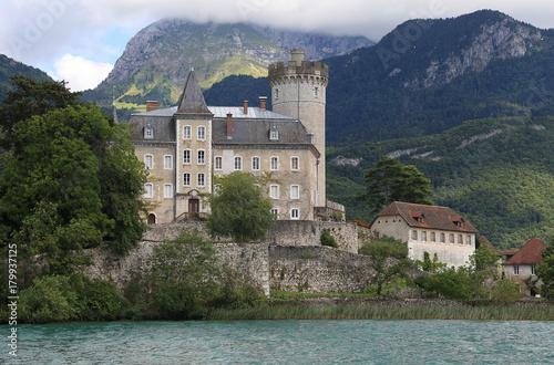 Papiers peints Bleu nuit Chateau au bord du lac d'Annecy