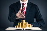 金貨と本 ビジネスマン