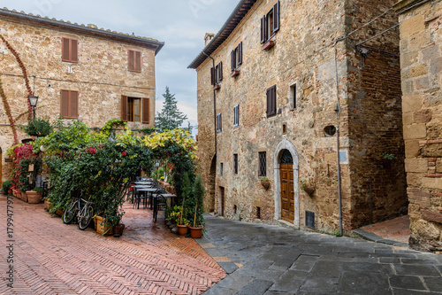 Fototapeta Flowery streets on autumn day in a small magical village Pienza, Tuscany. Italy