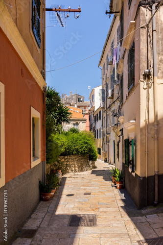 Papiers peints Ruelle etroite One of the hundreds of narrow alleys in Corfu town