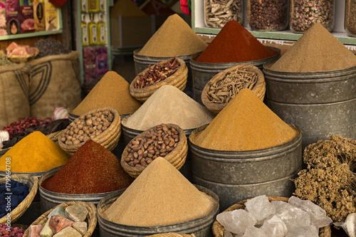 Papiers peints Maroc Venta de especias en la medina de Marrakech.