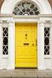 Porte jaune géorgienne à Dublin - 179974540
