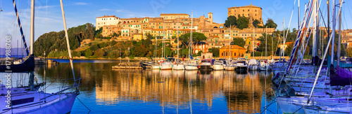 Fotobehang Freesurf travel in Italy - picturesque tranquil Capodimonte village in lake Bolsena over sunset.