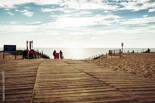 Aluminium Weg in bos CAP FERRET Beach, Wooden footpath to go to the ocean at summer day