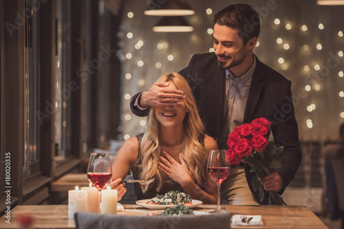 Couple on a date - 180020335