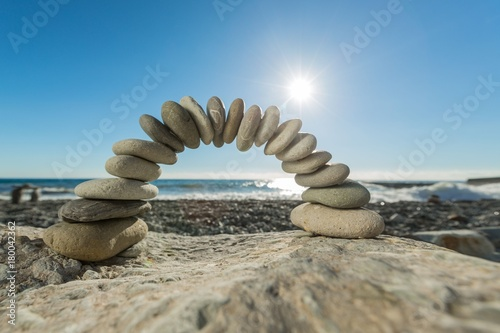 Plexiglas Bruggen Arch Made of Pebbles