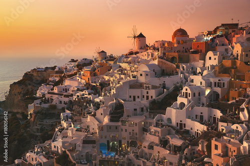 Foto op Plexiglas Santorini Sunset Magic in Oia, Santorini Island, Greece