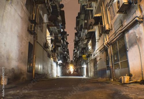 In de dag Kuala Lumpur Alley in the night in Kuala Lumpur poor suburb