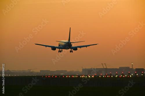 avions vol aéroport survol pilote piste voyage Poster