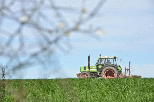 Aluminium Trekker agriculture printemps travail environnement planète