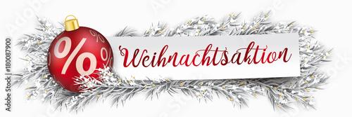 Headliner für Weihnachtsaktion mit einem Papierzettel mit Weihnachtskugel und eingeschneiten Tannenzweigen - 180087900