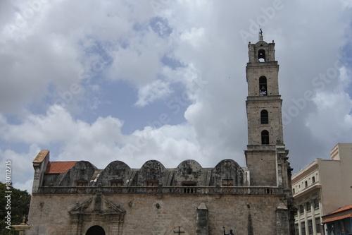 Papiers peints La Havane Die Basilica Menor de San Francisco de Asis in Havanna auf Kuba