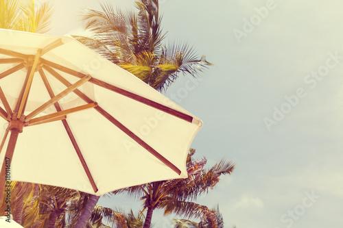 Juliste Sunshade white umbrellas