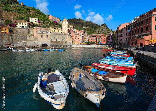 Fotobehang Liguria Vernazza quay, Cinque Terre