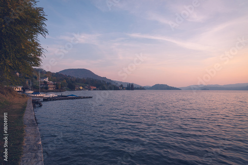 Lago d'Orta con isola San Giulio