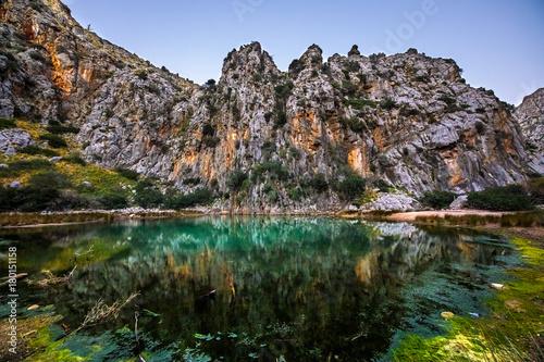 Fotobehang Zwart Montaña en el Torrent de Parells