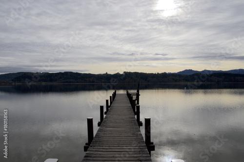 Fotobehang Pier Der Simssee (nahe Bad Endorf) in Oberbayern,Deutschland.