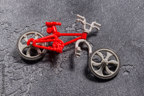Plexiglas Fiets Small broken toy bicycle