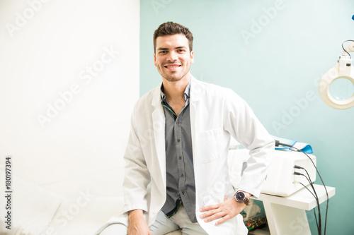 Aluminium Spa Male therapist at a health spa