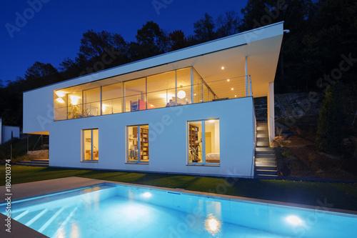 Obraz na płótnie Modern villa, exterior in the night, lights on