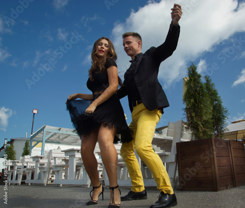 Couple of dancers dancing bachata on a city street - 180212948