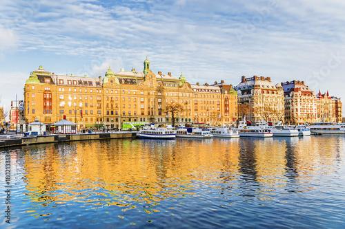 Fotobehang Schip winter embankment with old ships Stockholm, Sweden