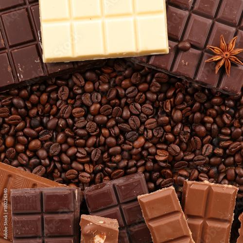 Papiers peints Café en grains coffee bean and chocolates