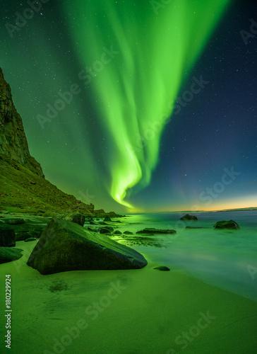 Aluminium Noorderlicht Beach in the Lofoten islands in Norway with northern lights