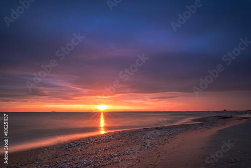 Aluminium Strand Colorful sunrise over the sea. Nature composition.