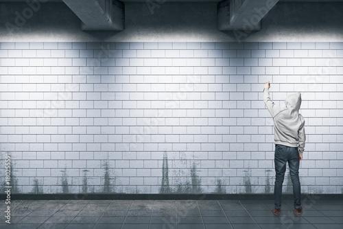 Papiers peints Graffiti Man painting graffiti