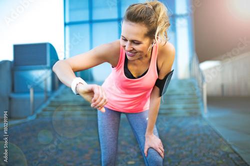 Foto op Plexiglas Jogging Woman running in urban area