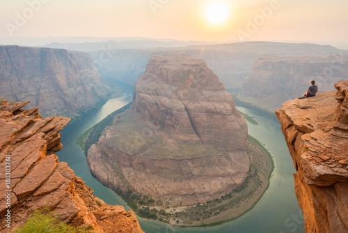 Aluminium Arizona Woman Looks Out Over Horseshoe Bend