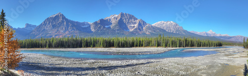 Fotobehang Canada Panorama of Rocky Mountains with Athabasca River