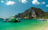 Łodzie na wyspie Phi Phi