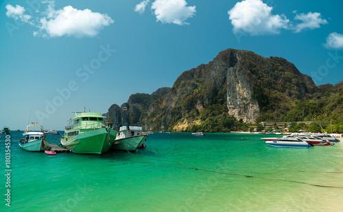 Fotobehang Thailand Boats in Phi Phi Island