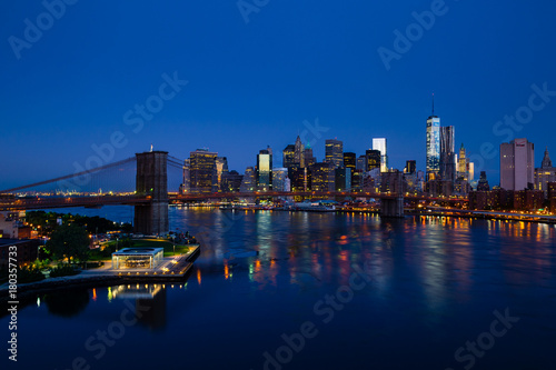 Plexiglas Brooklyn Bridge Blue New York panorama with Lower Manhattan and Brooklyn bridge